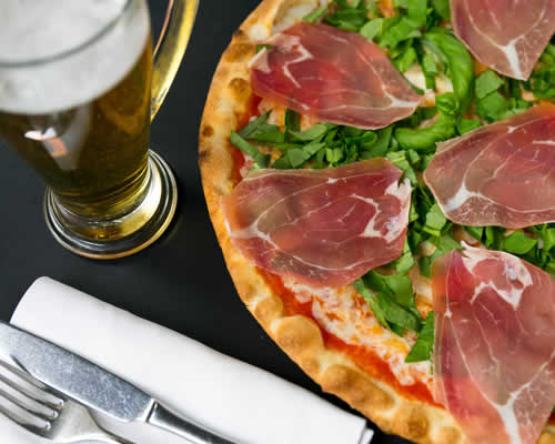 Pizza Crudo e Birra
